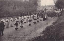 GUERANDE. - La Procession  De La Fête-Dieu. Le Salut Au T. S. Sacrement - Guérande