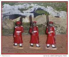 Quiralu   3  Gardes Du Sultan ,  Fusil Sur L' épaule - Quiralu