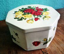 Blechdose Für Pralinen Aus Den 1970er Jahren - Dosen