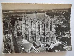 CPSM - (60) - EN AVION AU DESSUS DE BEAUVAIS - LA CATHEDRALE ST PIERRE - EDIT LAPIE - R4190 - Beauvais