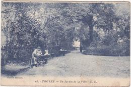 10 - TROYES - Un Jardin De La Ville / Animation (Voiture Enfant) - Troyes