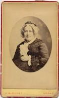 Photo CDV Portrait Femme Bourgoise En Toilette Photographe Guinet Arras Circa 1880 - Personnes Anonymes