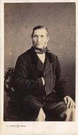 Photo CDV Portrait Homme Bourgeois Assis Photographe Ferré Le Mans Circa 1860 - Personnes Anonymes