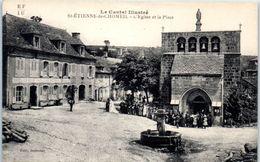 15 - SAINT ETIENNE De CHOMEIL -- L'Eglise Et La Place - Frankreich