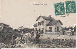 D36 - VATAN - LA GARE - (TRAVAILLEURS - DILIGENCES - BELLE ANIMATION) - Other Municipalities