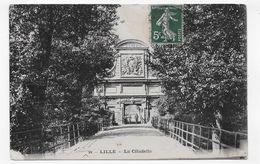 LILLE EN 1909 - N° 22 - LA CITADELLE - ANGLE BAS A GAUCHE ABIMEE - CPA VOYAGEE - Lille