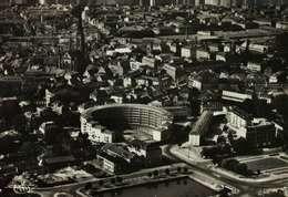 CPSM Dentelée   (68)   MULHOUSE  -  Vue Aérienne - Le Bâtiment Circulaire - Mulhouse