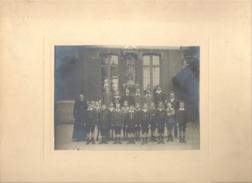 Photo Sur Carton D'une Classe De Garçons - Ecole Catholique ? A SITUER - Photographe J. Cruls à Liège - Lieux