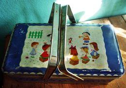 Nähkorb-Metall-mit-Kindermotiv-aus-den-60er-Jahren - Andere Sammlungen