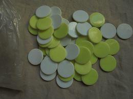 Ancien - Sachet De Jetons Plastique Bicolore Jaune/Blanc - Toy Memorabilia