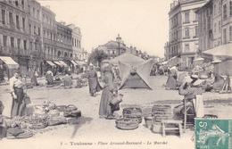 CPA (31) TOULOUSE Place Arnaud Bernard Le Marché Marchands Ambulants - Toulouse