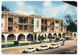 CONGO - POINTE-NOIRE LA MAIRIE / OLD CARS-FIAT 600 / RENAULT / PEUGEOT / THEMATIC STAMPS-COIN - Pointe-Noire