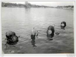 Press Photo - UK - PORTSMOUTH - Course At The Royal Marine Commandos Underwater Swimming School - Frogmen 1953 - Métiers