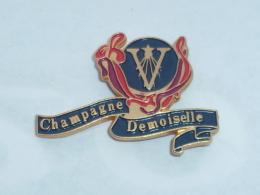 Pin's CHAMPAGNE DEMOISELLE - Boissons