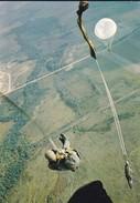 PARACHUTISME---N° 13---photo P. DUJARDIN  PAU---voir 2 Scans - Parachutisme