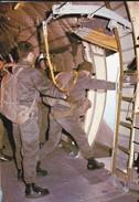 PARACHUTISME--en Position  GO--- N° 28--photo P. DUJARDIN  PAU---voir 2 Scans - Parachutisme