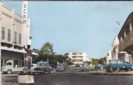 CENTRAFRICAINE--RARE---BANGUI--place De La République--voitures 403 + HY + 2CV + SIMCA ARIANE + Autres--voir 2 Scans - Centrafricaine (République)