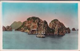NORD VIETNAM--baie D'along-navire-les Rochers--voir 2 Scans - Viêt-Nam