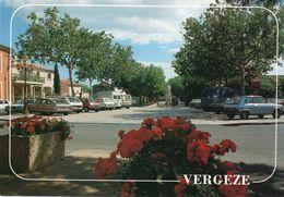 30   Vergeze  La  Place De La Republique - Vergèze