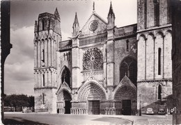 POITIERS/VEHICULES GARES AUX ABORDS DE LA CATHEDRALE ST PIERRE (dil322) - Poitiers