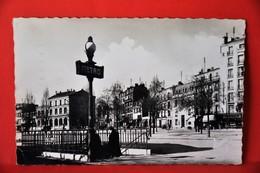 Montreuil - La Place, Le Métro, La Poste - Montreuil