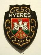 ECUSSON TISSUS BRODE  - HYERES - VAR - Blazoenen (textiel)