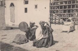 Maroc - Tanger - Lot De 2 CPA  - Une Rue Arabe + Charmeur De Serpents  . Voir 2 SCANS - Tanger
