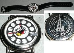 Rare Montre à Quartz Mickey Téléphone Walt Disney Disneyland Bracelet Cuir Phone - Montres Publicitaires