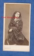 Photo  CDV Vers 1865 - Portrait De La Comédienne Rosélia ROUSSEIL Née à Niort - Thèatre Français - Carjat Paris - Foto