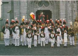 Villers-Deux-Églises - Groupe Des Sapeurs De La Marche Saint-Pierre ... Devant L'Eglise - Cerfontaine