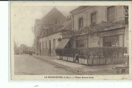 37 LA RICHE EXTRA Place Sainte Anne Façade Café - La Riche