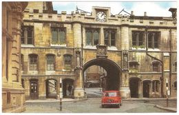 Lincoln - The Stonebow And Guildhall - Oldtimer Mini Cooper - Lincoln