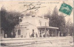 ---- 65 ----  CASTELNAU RIVIERE BASSE La Gare Côté Quai Feuillets à Recoller Manque De Fraicheur - France