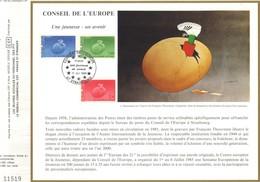 Sur Feuillet CEF , FDC 1985  Strasbourg .    LE  CONSEIL  DE  L'EUROPE . 3 Timbres .  Une Jeunesse - Un Avenir . - FDC