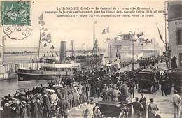 """44-SAINT-NAZAIRE- LE CUIRASSE DE 1er RANG """" LE CONDORCET """" REMORQUE, LE JOUR DE SON LANCEMENT , DANS LES ECLUSES - Saint Nazaire"""