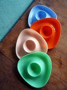 Vintage Eierbecher Aus Den 1970er Jahren In 4 Farben Unbeschädigt - Andere Sammlungen