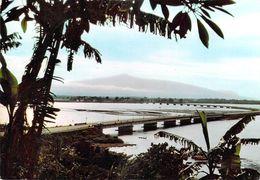 Afrique- CAMEROUN DOUALA Pont Sur Le Wouri Au Loin Le Mont Cameroun (A) (bridge)(HOA-QUI 3909 )*PRIX FIXE - Cameroun