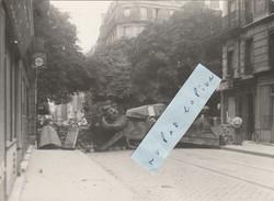 PARIS 13ème  - Photo 18 Cm X 13 Cm - Barricade Rue De La Glacière Et Angle Boulevard Arago Le 24 Aout 1944 - Places