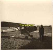 ANCIENNE PHOTO VINTAGE SNAPSHOT  ( 8,5 Cm X9 Cm )  AVION PLAIN AIRPLAIN AVIATION - Aviation