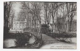 VESOUL - N° 24869 - PASSERELLE MEILLER ET LE MONUMENT - CPA NON VOYAGEE - Vesoul