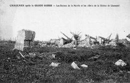 CHAULNES Après La Grande Guerre  -  Les Ruines De La Mairie Et Les Débris De La Statue De Lhomond - Chaulnes