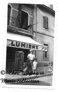 DEVANT UNE IMPRIMERIE AOUT 1938 - FILM LUMIERE PUB KODAK - PHOTO 11 X 7 CM - Métiers