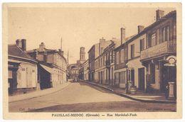 Cpa Pauillac-Médoc - Rue Maréchal Foch  ( Pompe à Essence , Pub Chocolat Menier )   ( S2084) - Pauillac