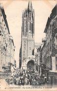 COUTANCES - Rue Geoffroy De Montbray Et Cathédrale - Coutances