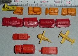 Vintage Rare Lot D'anciennes Figurines Miniatures En Plastique Train & Wagon Engins De Chantier Hélico Avion Camion - Jouets Anciens