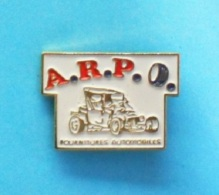 1 PIN'S //   ** CASSE ** A.R.P.O. ** FOURNITURES AUTOMOBILES ** - Badges