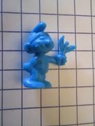 PUB812 Figurine Publicitaire 1983/84 LESSIVE OMO : SCHTROUMPF Plastique Dur, Taille 35 Mm , Coté 1,50 € Au Guidargu - Figurines En Plastique