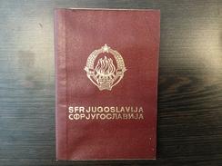 PASSPORT   REISEPASS  PASSAPORTO  YUGOSLAVIA  1974. VISA TO : SLOVENIA , GREECE , TURKEY, SPAIN , UK , ALGERIA , RUSSIA - Historische Dokumente