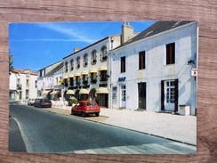 CPSM Carte Postale HOTEL RESTAURANT  Du CENTRE GABY BUTON Place Du Marché Commerce Le Poiré Sur Vie - Poiré-sur-Vie