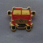 1 Pin's Sapeurs Pompiers De WOUSTVILLER (Camion Mercedes) - Pompiers